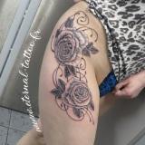 1-a-fleurs-roses-volutes-hanche